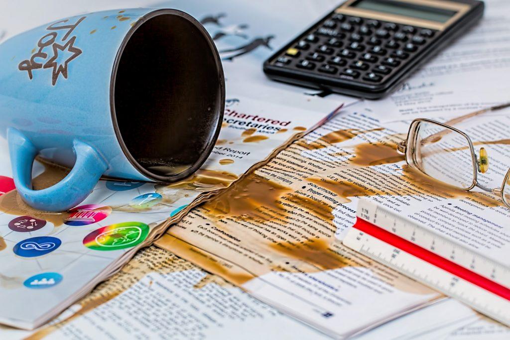 Kaip panaikinti kavos ir arbatos dėmes ant baldų